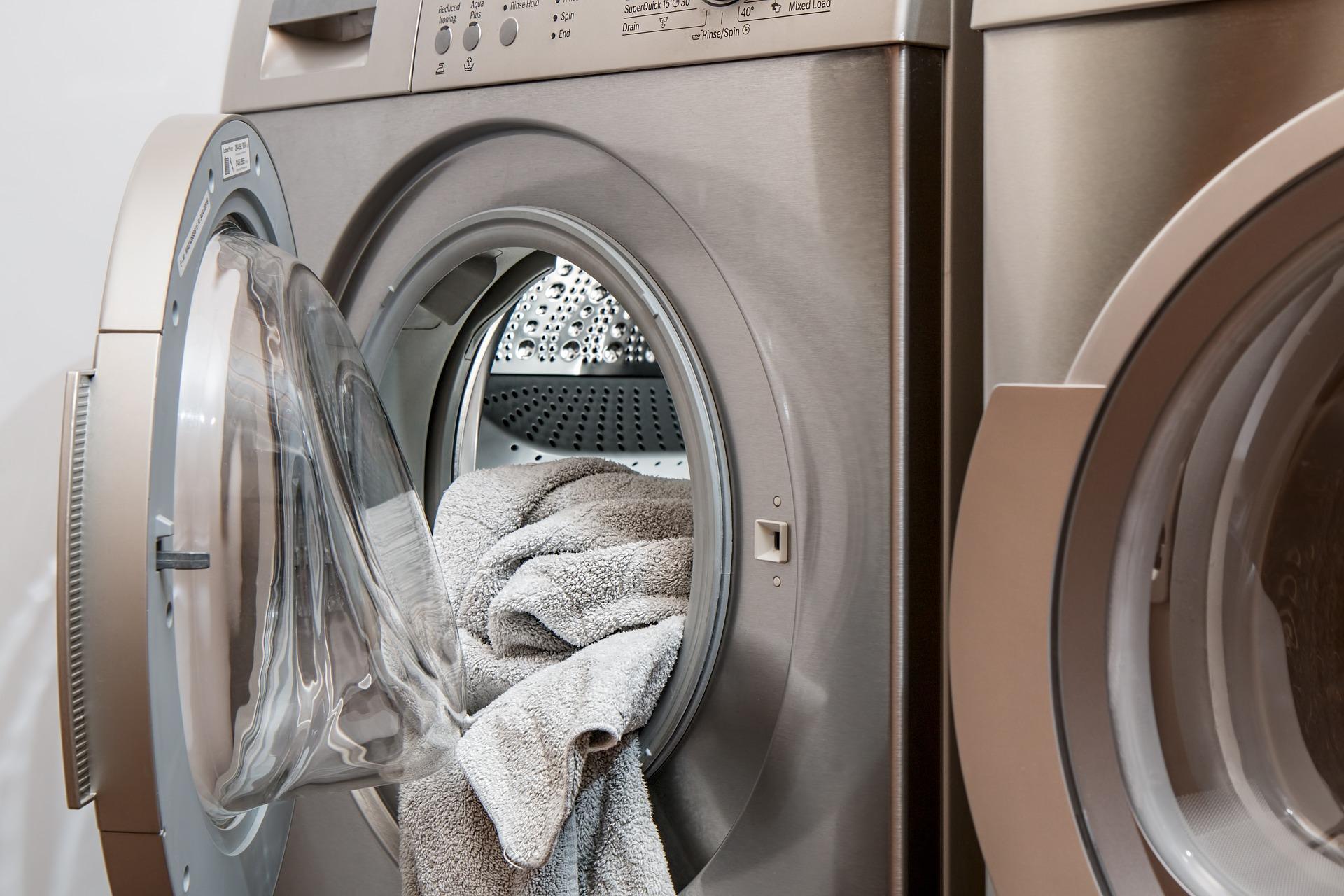 Limpia la goma de tu lavadora con Washrocks